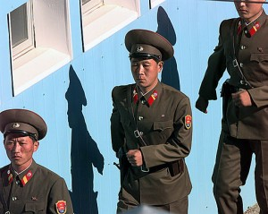 512px-North_Korean_soldiers_are_marching