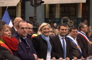 Marine Le Pen entourée par Steeve Briois et Florian Philippot.
