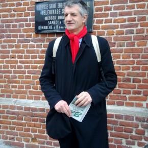 """Sur la route avec Jean Lassalle, le """"député qui marche"""""""