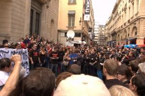Olivier, porte-parole du collectif, a rappelé à la foule assemblée le parcours et les convictions de Clément Méric.