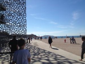 Entre mer et terre se dresse le MucEM, musée qui a vu le jour dans la cadre du projet Marseille Provence 2013.Crédit : Barbara Tornambé