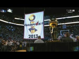 La bannière de Champion 2012-2013 et le trophée