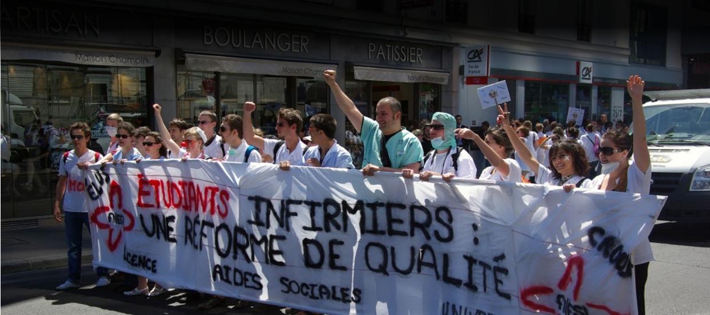 Les élèves infirmiers sont dans la rue pour défendre la possibilité d'effectuer des stages dans les cliniques privées. (Image FNESI)
