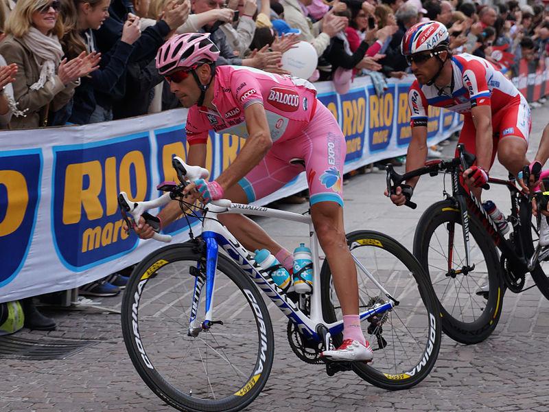 Nibali en maillot rose de leader sur le Giro (Tour d'Italie) en 2013. (Photo: youkeys / Licence CC.)