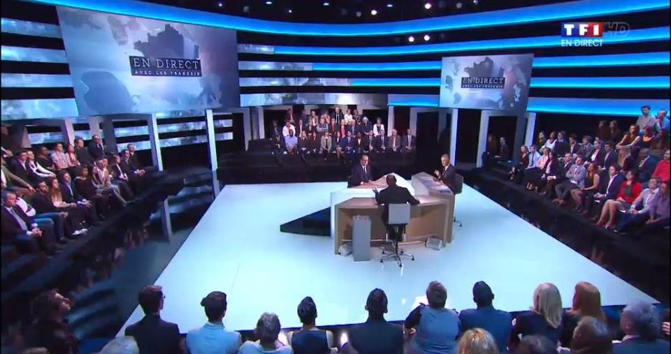 """François Hollande répond aux questions des journalistes sur le plateau de l'émission """"Face aux Français"""" (Capture d'écran)"""