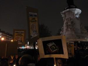 """""""L'Amour plus fort que la Haine"""" : l''une des Unes de Charlie Hebdo les plus polémiques, qui ont forgé sa conception de l'indépendance et de la laïcité"""