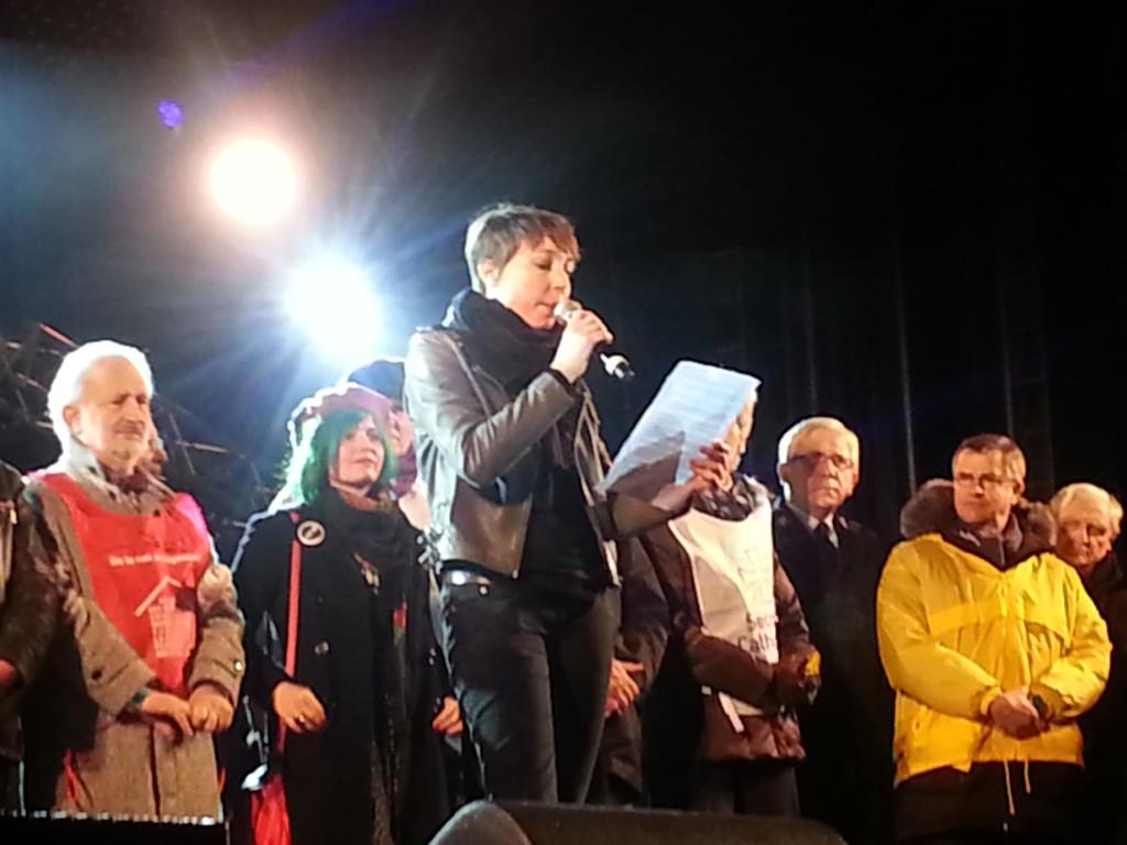 Jeanne Cherhal lit l'appel des 34 associations (Photo Roxane Duboz)
