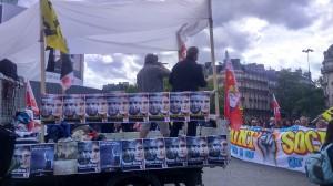 Un cortège scandant : « Trente ans de politique antisocial, c'est ça qui construit le Front National ! Alors le 8 mai, c'est dans la rue que ça se gagne ! »