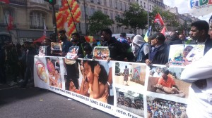 Cortège de la Maison du Tamil Ealam France, association tamoul dénonçant l'impérialisme libéral et le tourisme sexuelle au Sri Lanka