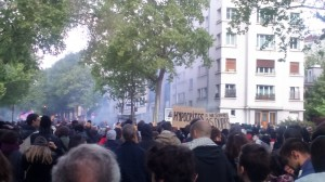 Manifestants sous les gaz lacrymogènes