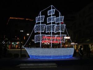 Bateau de Noël grec (source: WikiCommons)