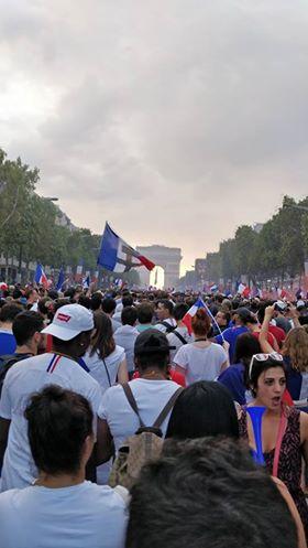 Aux Champs Élysées
