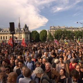 Les parisiens rendent hommage à un antifa