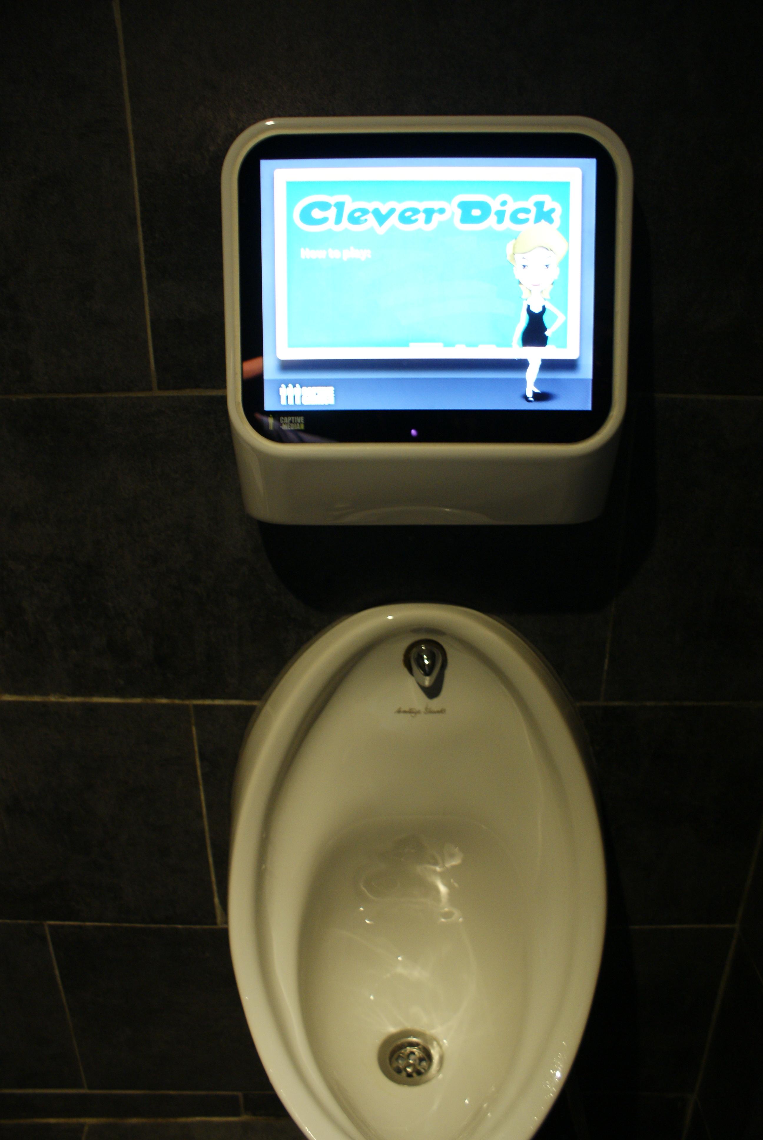 Tableau Pour Mettre Dans Les Toilettes les toilettes insolites des bars parisiens | parlonsinfo
