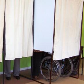 Premier tour des municipales : montée de l'abstention et du FN, recul du PS
